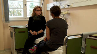 De dos, une jeune Polonaise qui a accepté de témoigner de la difficulté d'avorter dans son pays.