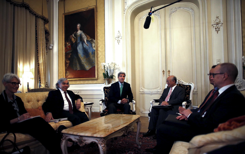 Các nhà thương thuyết cộng đồng quốc tế họp tại Vienna để chuẩn bị cho giai đoạn thỏa thuận cuối cùng về vấn đề hạt nhân Iran, cuối tháng 06/2015.