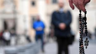 Igreja católica francesa instaura comissão para investigar denúncias de abusos sexuais.