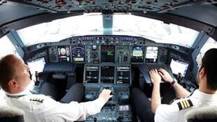 Летчики прекрасно умеют справляться с такими поломками, заявили в Air France. На фото: кабина Airbus A380