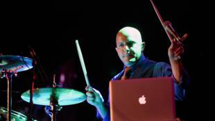 Le batteur du groupe Drummer Drew Masterpole of Grimmà Las Vegas le 29 mai 2015.