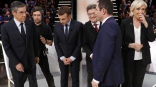 Une partie des candidats à l'élection présidentielle sur le plateau de TF1, peu avant le débat du 20 mars 2017.