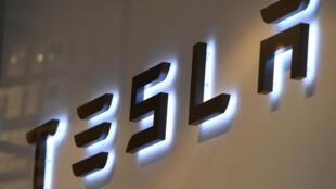 Selon l'agence Reuters, les personnels de certains bureaux du gouvernement chinois ont été invités à ne plus garer les modèles de la marque Tesla à l'intérieur des bâtiments officiels. Et ce, pour des problèmes de sécurité liés aux caméras installées sur les véhicules.