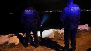 "Policemen look for a girl washed off by a wave earlier, on March 4, 2017 on a dam of the ""Madrague de Montredon"" harbour in Marseille."