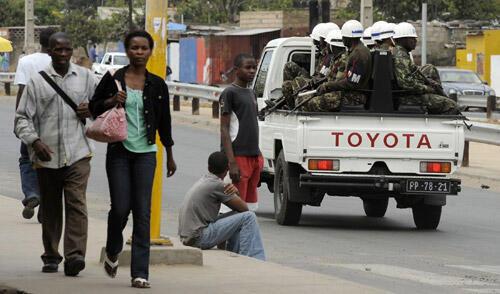 Patrulha da Polícia nas ruas de Maputo, capital dde Moçambique e da  província de Maputo, onde  foi assassinado  um empresário ruandês. Segundo a polícia de Maputo, não se sabe quais as motivações por detrás do assassínio.