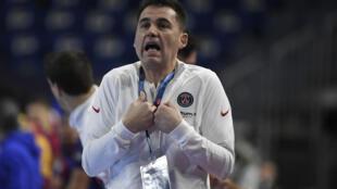 Raúl González, el entrenador español del París Saint Germain de balonmano, el 28 de diciembre de 2020 en Colonia, Alemania