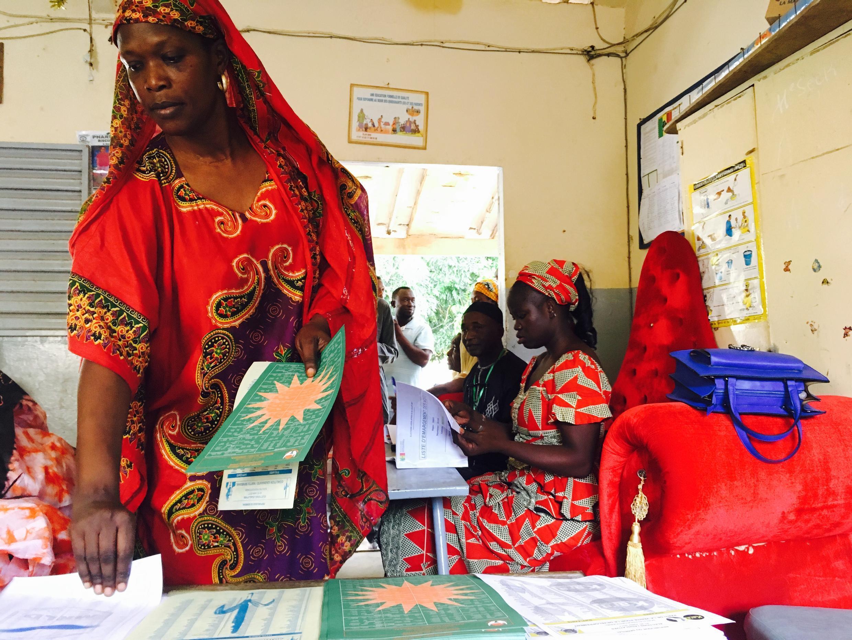 Un bureau de vote à l'école Biscuiterie, à Dakar, le 30 juillet 2017.