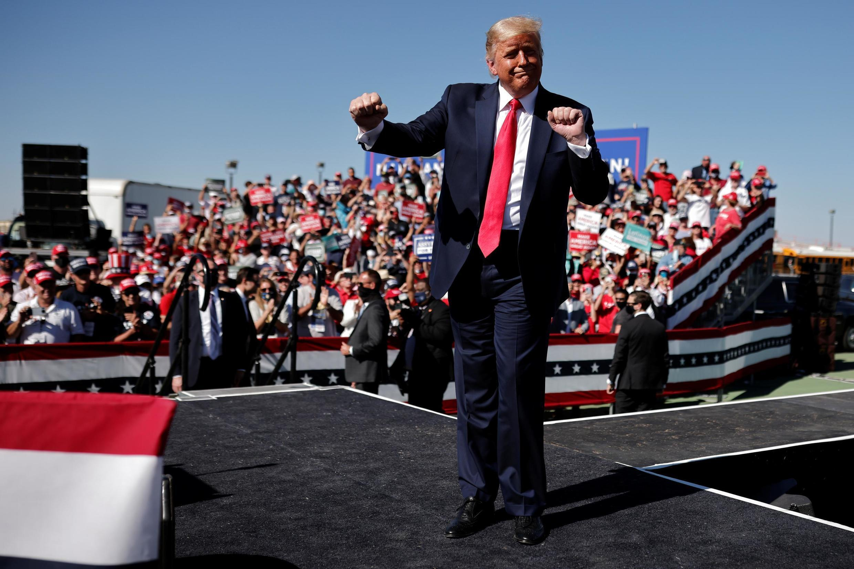 Donald Trump à la tribune de son meeting de Prescott (Arizona), le 19 octobre 2020.