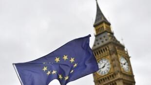 La bandera de la Unión Europea y el Big Ben de Londres