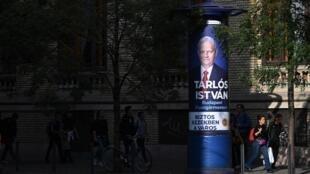 A Budapest, l'opposition fait front commun pour détrôner le bourgmestre Istvan Tarlos, candidat du pouvoir.