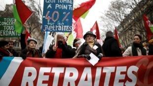Người biểu tình chống chương trình cải cách hưu bổng của chính phủ Pháp, tại Paris ngày 05/12/2019.