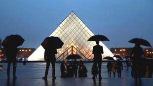 Kể từ đầu 2019, Louvre mở cửa miễn phí mỗi tối thứ Bảy đầu tháng
