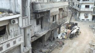 Prédios destruídos na periferia da cidade de Homs, bastião da contestação no centro da Síria, nesta quarta-feira.