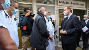 O primeiro-ministro Jean Castex em visita a um hospital de Lille. em 16 de outubro de 2020.