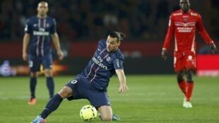 O atacante do PSG Zlatan Ibrahimovic em partida no Parc des Princes.