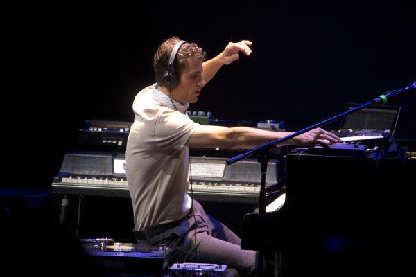 Luciano Supervielle en concierto.