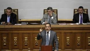 José Guerra, presidente de la comisión legislativa que estudió el decreto dictado por Maduro.