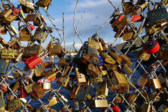 """""""Candados del amor"""" en el Pont des Arts."""