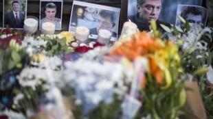 Цветы и портреты Бориса Немцова перед посольством России в Великобритании 01/03/2015