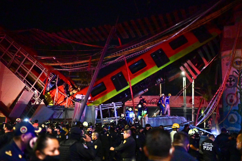 Tren del metro de Ciudad de México accidentado al colapsar un puente el 3 de mayo de 2021