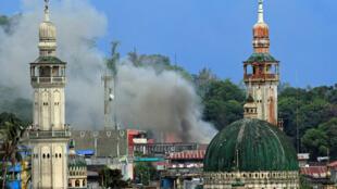 Kusa da wani masallaci a garin Marawi na kasar Philippines inda ake ta artabu