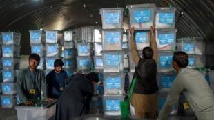 مقام های ولایت هرات در غرب افغانستان یکشنبه ٢٩ سپتامبر اعلام کردند که آراء در سطح شهر جمع آوری شده و در سایر ولسوالی های این ولایت روند انتقال ادامه دارد.