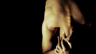 El Instituto Nacional de Estudios Demográficos (INED) de Francia reveló en una encuesta que el 6% y el 5,4% de los jóvenes homosexuales y bisexuales respectivamente han sufrido abusos sexuales en su vida, contra un 0,5% para los jóvenes heterosexuales.