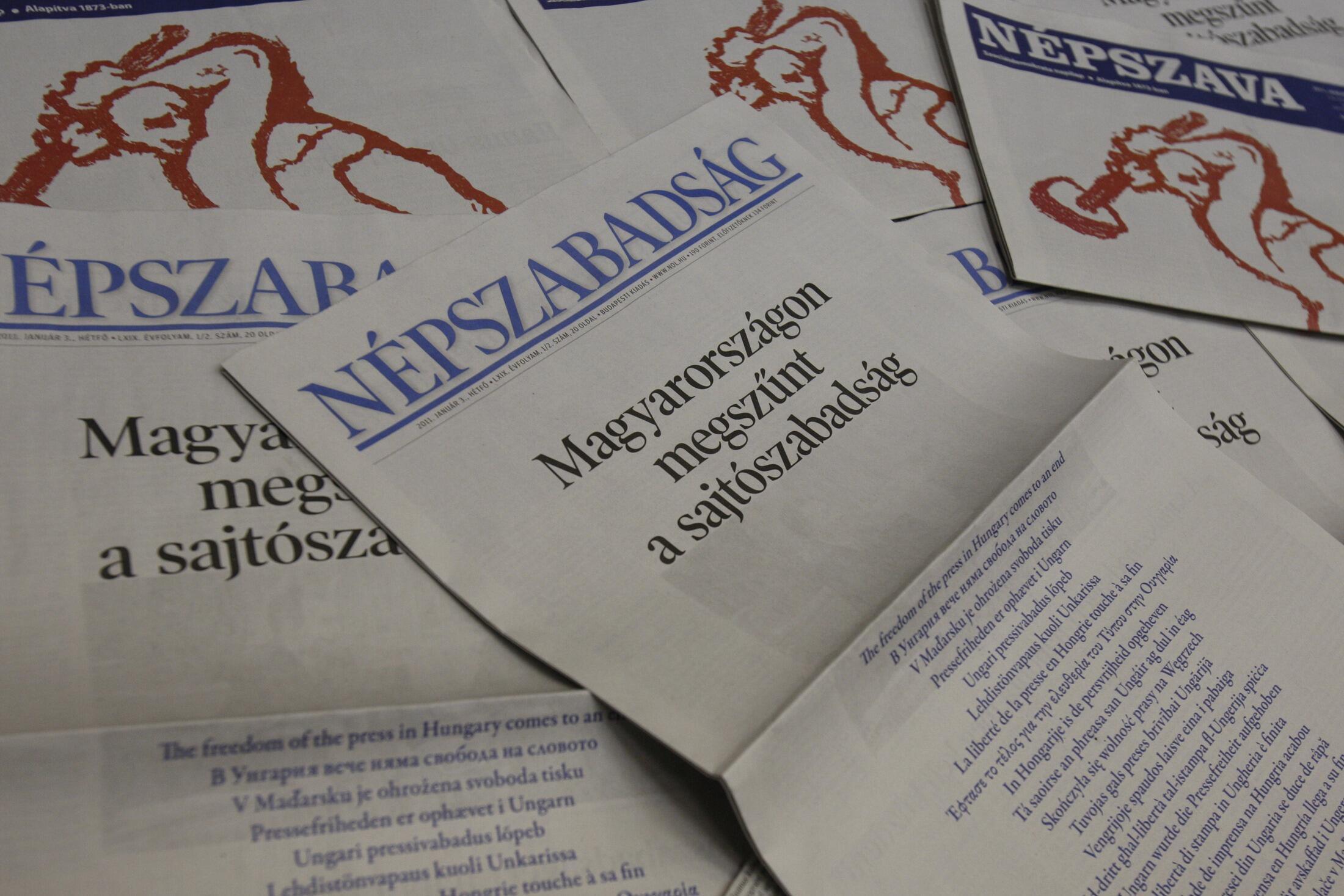 Des quotidiens hongrois ont protesté, le 3 janvier 2011, contre la nouvelle loi sur les médias en publiant en Une «Il n'y a plus de liberté de la presse en Hongrie».