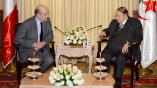 Alain Juppé reçu par le président Abdelaziz Bouteflika, le 2 février 2016, à Alger.