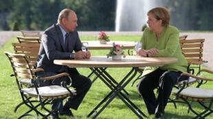 گفتگوی آنگلا مرکل صدراعظم آلمان و ولادیمیر پوتین رئیس جمهور روسیه در میهمانسرای دولت آلمان در برلین، محل اقامت پوتین انجام شد، ساعتها به طول انجامید. شنبه ٢٧ مرداد/ ١٨ اوت ٢٠۱٨،