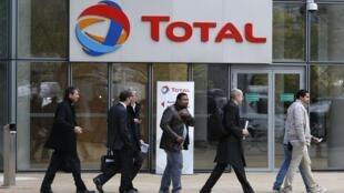 Главный офис Total в пригороде Парижа, 21 октября 2014 г.
