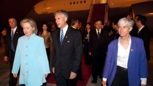 希拉里抵達上海機場