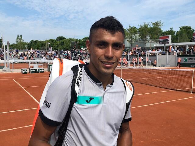 O cearense Thiago Monteiro ao final do jogo que garantiu vaga no quadro principal de Roland Garros