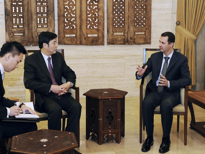 Президент Сирии Башар Асад (справа) и зам.министра иностранных дел КНР Чжай Цзюнь в Дамаске 18 февраля 2012 г.