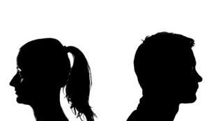 برخی کارشناسان ماندن طولانی مدت در خانه در دوران قرنطینه را عامل عمیقتر شدن مشکلات زوجها عنوان میکنند.