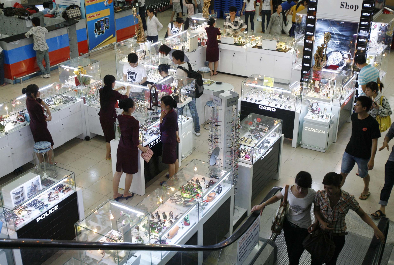 Một siêu thị ở Hà Nội. Ảnh chụp tháng 5/2005.