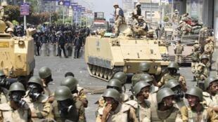 Les forces de sécurité égyptiennes sont intervenues, mercredi 14 août au Caire, pour évacuer les partisans du président déchu Mohamed Morsi.
