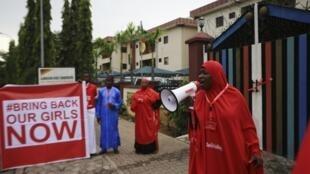 O movimento pela libertação das estudantes sequestradas em abril pelo Boko Haram organiza protestos frequentes na Nigéria.