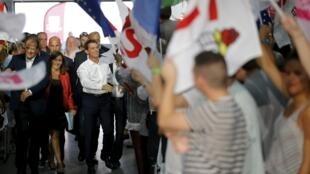 Manuel Valls chega a La Rochelle para o encontro de verão do Partido Socialista.