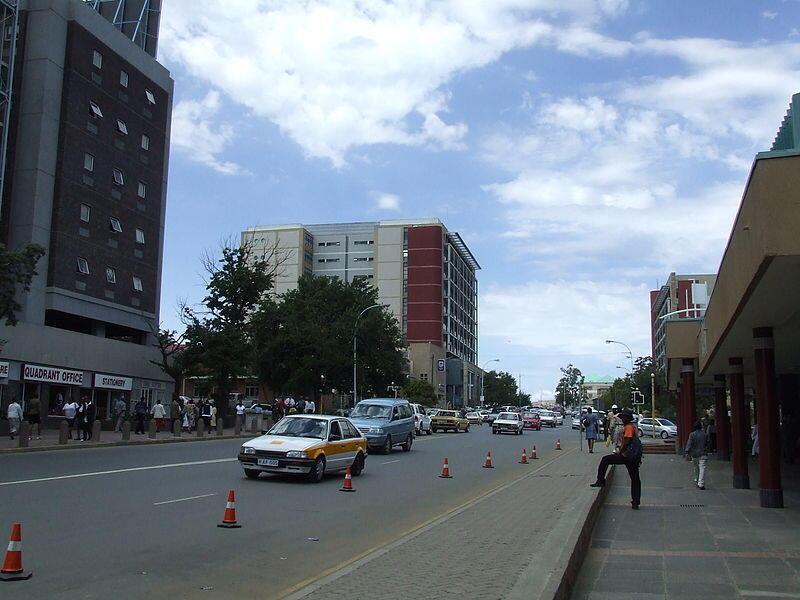 Moja ya barabara kuu Maseru, mji mkuu wa Lesotho.