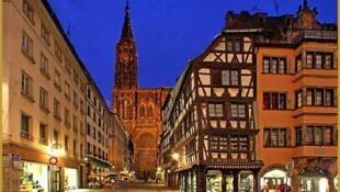 斯特拉斯堡城市中心有用紅色磚土壘起來的聖母大教堂高大建築
