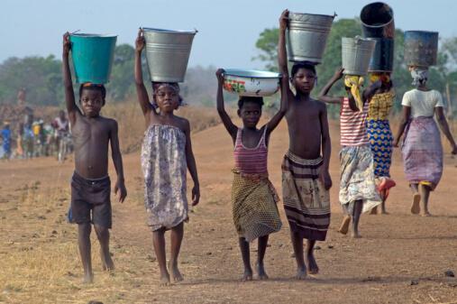 L'accès à l'eau reste le problème majeur pour de nombreuses populations africaines.