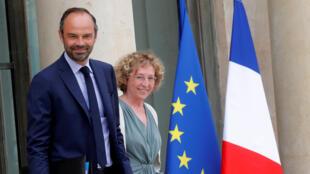 Thủ tướng Pháp Edouard Philippe (trái) và bộ trưởng Lao Động Muriel Pénicaud một ngày trước khi trình làng dự luật cải tổ.