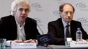 Os advogados William Bourdon (à esquerda) e Claude Katz durante coletiva neste 6 de dezembro de 2010.