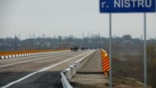 Мост в районе сел Бычок и Гура Быкулуй, через который пролегает транспортный коридор № 9, связывающий Балканы с Одессой, Киевом и другими направлениями, был официально открыт для движения 18 ноября.