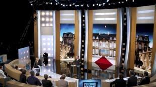François Hollande, sur le plateau de l'émission Paroles de candidat sur TF1, le 27 février 2012.
