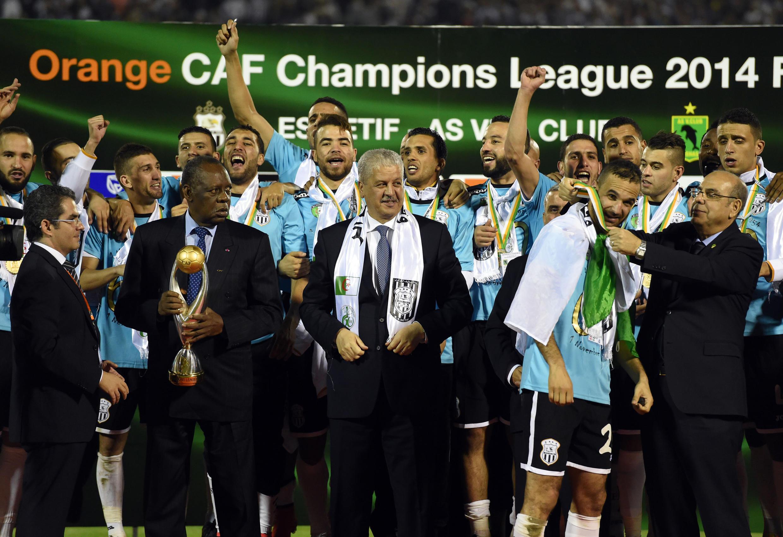 Les joueurs de l'ES Sétif fêtant leur victoire en Ligue des champions 2014.