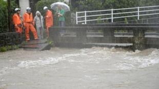 O nível do rio Wada, em Kagoshima, está muito acima do normal devido as fortes chuvas que atingem a cidade japonesa.