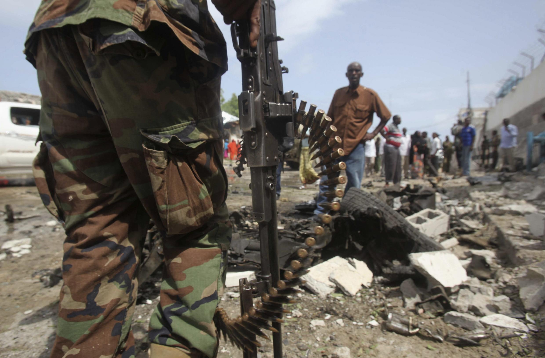 Devant les locaux de l'ONU à Mogadiscio, après l'attentat des shebab, le 19 juin 2013.