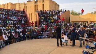 Couleurs Tropicales à l'Université Abdou Moumouni de Niamey pour la Génération Consciente.